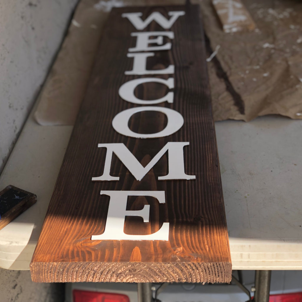 DIY $3 Welcome Wood Sign FrugallyFantastic.com